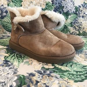 Authentic UGG Caspia Leather Sheep Short Bootie 6